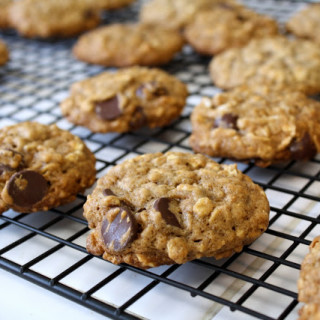 Oatmeal Chocolate Chip Cookies (vegan, contains gluten)