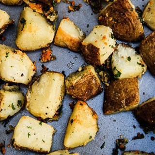 Parmesan Garlic Roasted Potatoes (gluten-free, vegan option)