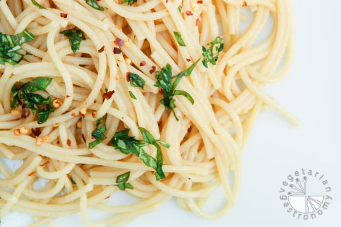 garlic olive oil spaghetti-6
