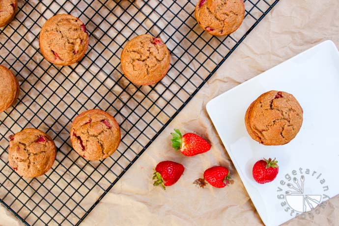 strawberry breakfast muffins-6