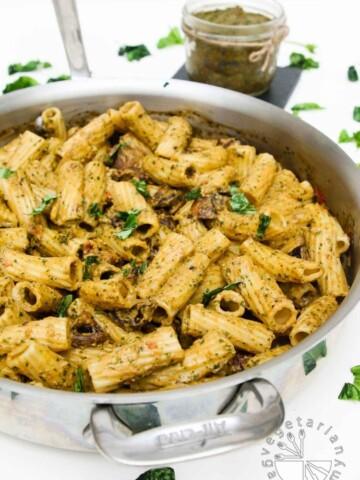 sun-dried tomato miso basil pesto pasta with roasted mushrooms-1