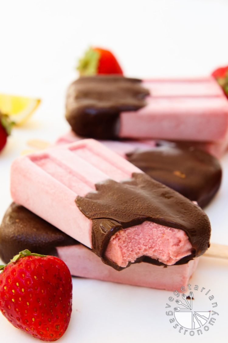 chocolate covered strawberry cream popsicles-10
