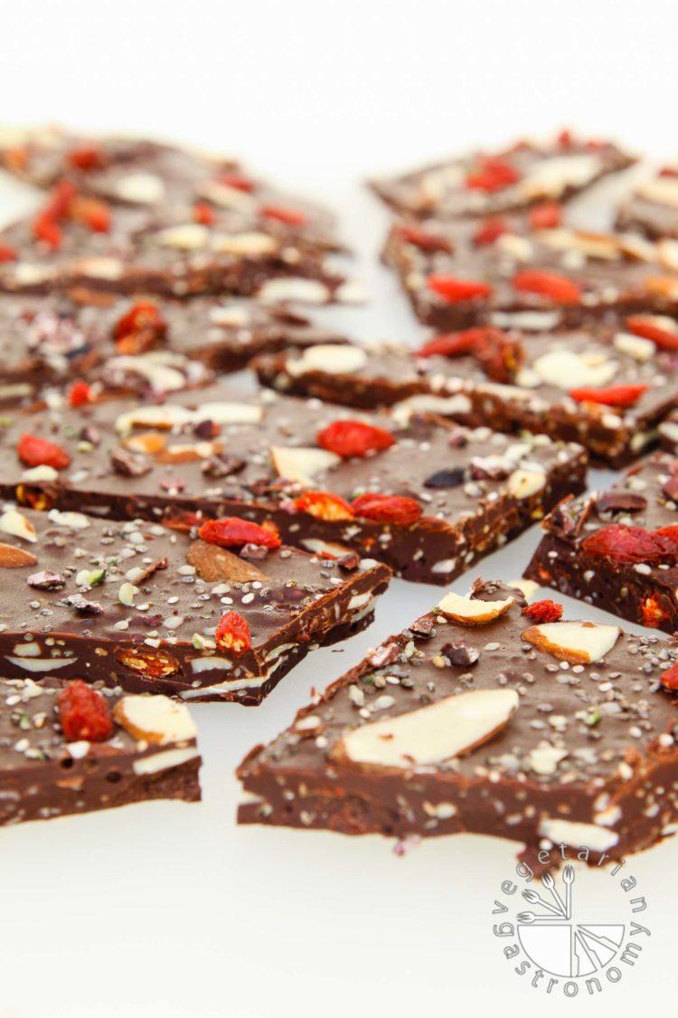 Chewy, Seedy Healthy Chocolate Bark #vegan #chocolate | vegetariangastronomy.com