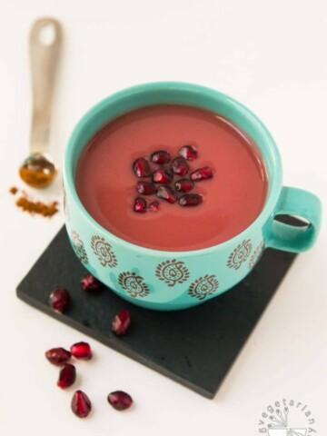 Warm Cinnamon Spiced Pomegranate Juice Recipe #vegan #glutenfree | www.vegetariangastronomy.com