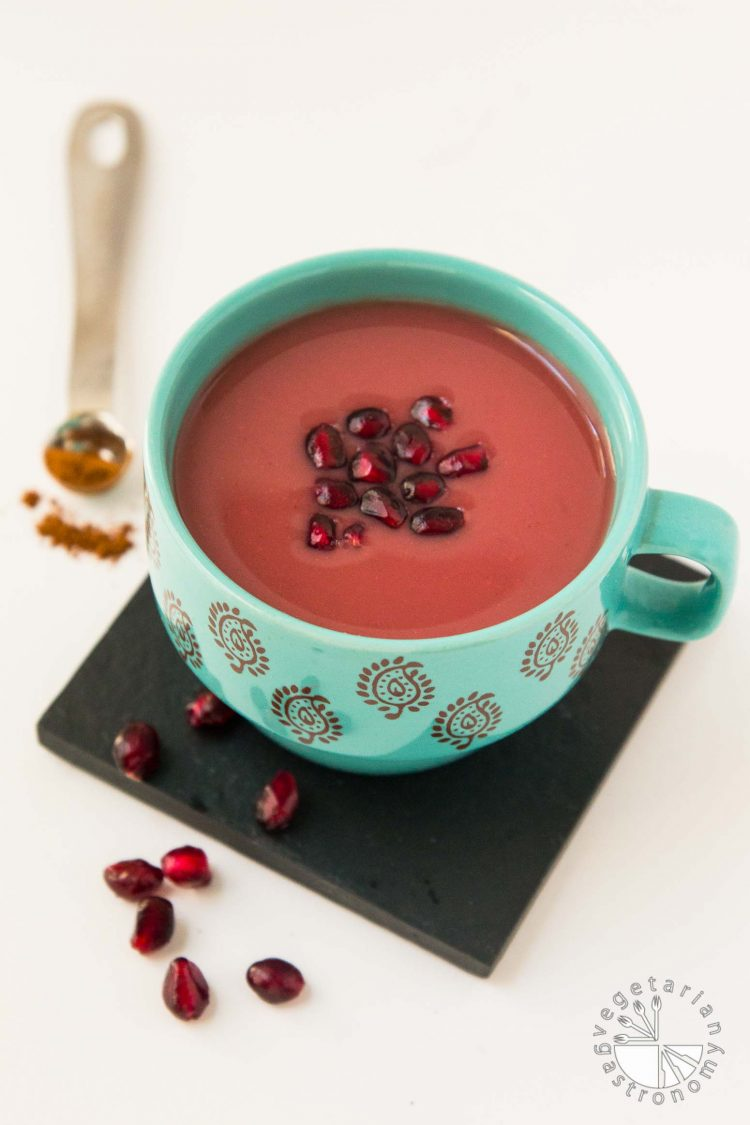 Warm Cinnamon Spiced Pomegranate Juice Recipe #vegan #glutenfree | www.vegetariangastronomy.com