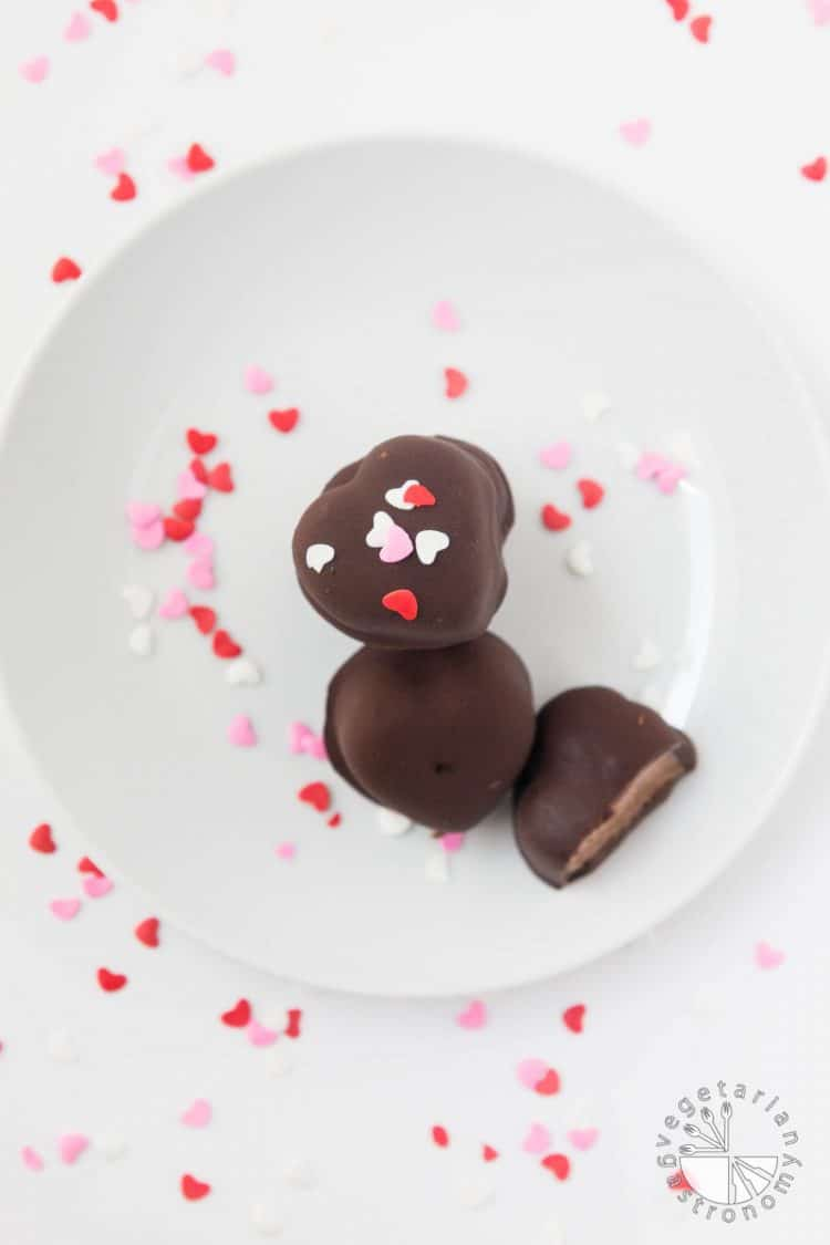 Chocolate Covered Banana-Chocolate Ice Cream Bites #vegan #glutenfree #heart #healthy | www.Vegetariangastronomy.com