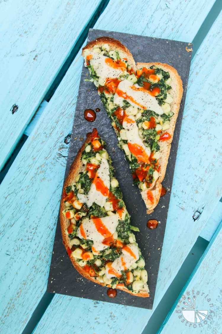 Creamy Corn and Spinach Toast #vegan #glutenfree | www.vegetariangastronomy.com