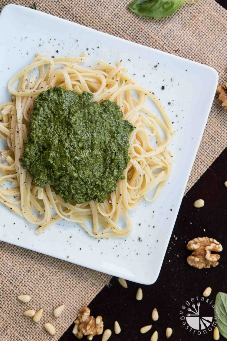 Simple Vegan Pesto Recipe! #vegan #glutenfree | www.vegetariangastronomy.com