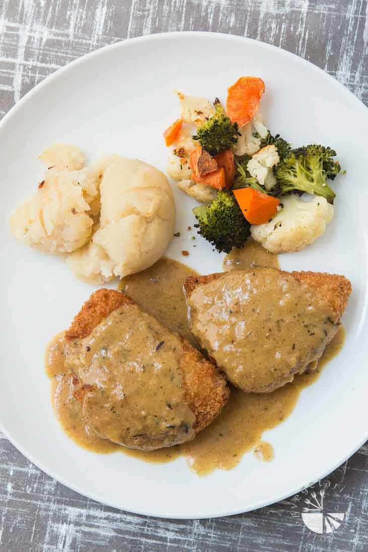 Veestro vegan meal delivery review giveaway vegetarian gastronomy an overhead photograph of country fried chickn consisting of vegan chicken topped with gravy forumfinder